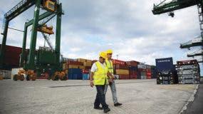 Con una inversión de alrededor de 900 millones de dólares, la ZEDM es el proyecto estrella de la isla para captar capital extranjero e integra además una terminal de contenedores construida por la Compañía de Obras e Infraestructura, filial de la constructora Odebrecht.