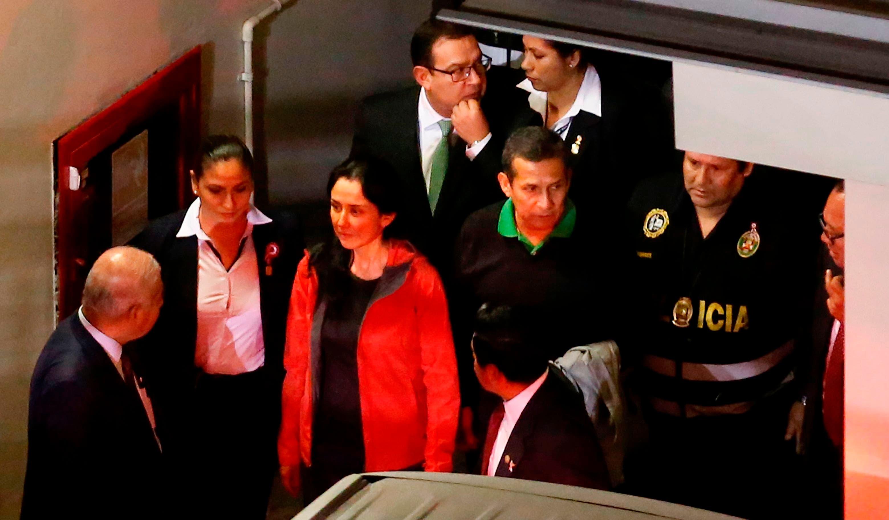 La pareja, padres de tres hijos menores de edad, durmió en la carceleta del Palacio de Justicia, desde donde serán enviados a centros de reclusión por separado en el transcurso del viernes.