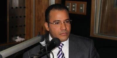 El comunicador Salvador Holguín archivo