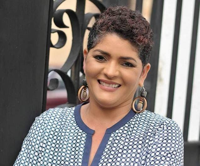 """Sheila Báez, autora del estudio """"Efectos extendidos de los feminicidios en las familias que acogen a los hijos e hijas de las víctimas, en la provincia Peravia (2007-2012)""""."""
