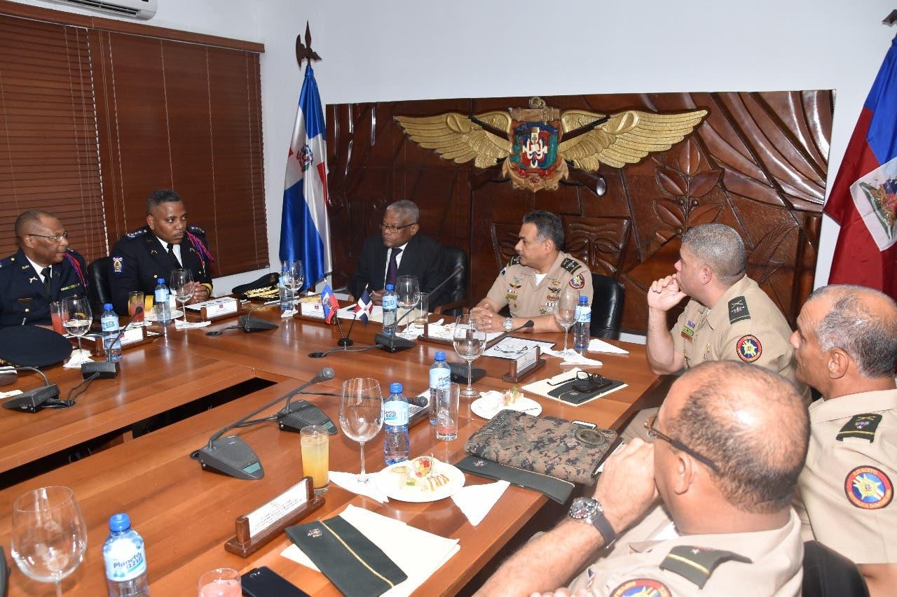 Ministerio de Defensa y policía haitiana coordinan temas de seguridad de la frontera