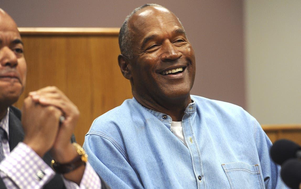 O.J. Simpson cumplió  9 años de prisión de 33 a que fue condenado en el 2008 por robo a mano armada y secuestro.  AP