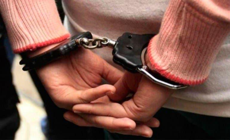 Ordenan arresto de la joven que le dio golpiza a su abuela en Barahona