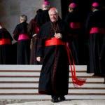 Fotografía de archivo del 2 de diciembre de 2015 del cardenal alemán Gerhard Ludwig Mueller después de reunirse con el papa Francisco al final de su audiencia general en la Plaza de San Pedro en el Vaticano. (AP Foto/Alessandra Tarantino, Archivo)