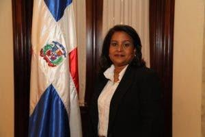 Rosa Fior D'Aliza Pérez de García, suplente de la miembro titular del TSE  Cristian Perdomo.