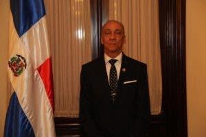Santiago Salvador Sosa Castillo, miembro titular del TSE.,