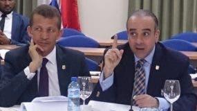 Lupe Núñez y Arístides Victoria Yeb en la reunión de comisión. fuente externa