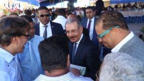 El presidente Medina conversa con profesores del Javillar.