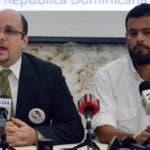 Rainiero Cassoni  y Juan Carlos González,  representantes venezolanos que residen en el país.