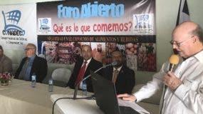 Hipólito Mejía participó en un foro sobre consumo de alimentos. FUENTE EXTERNA