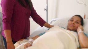 Nelly González junto a su hija Eolida Santos en la habitación.  Fuente externa