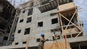Además de casas, el presidente Danilo Medida acordó acelerar construcciones de obras públicas. fuente externa