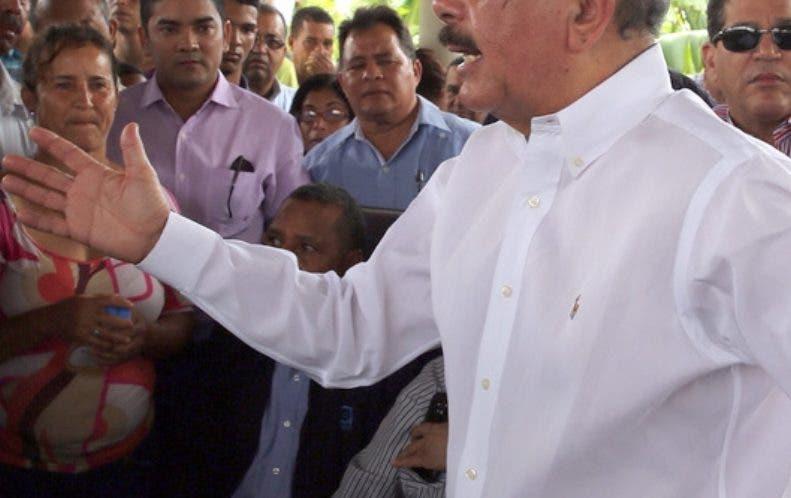 El presidente Danilo Medina mantiene contactos con sectores. archivo