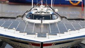 La visita de la tripulación es con la idea de  concienciar y hallar soluciones viables para combatir la contaminación y los desechos plásticos en los océanos y en la tierra. fuente externa