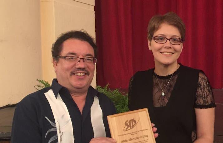 Científica de RD gana premio internacional