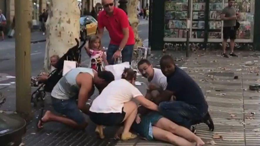 Las víctimas aumentan el atropello masivo de ayer  en las Ramblas, zona turística de Barcelona. ap