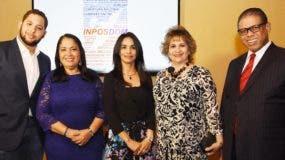 Carlos Gabriel Guzmán; Maritza López de Ortiz, Claudia Franchesca de los Santos, Alexandra Izquierdo y Modesto Guzmán,