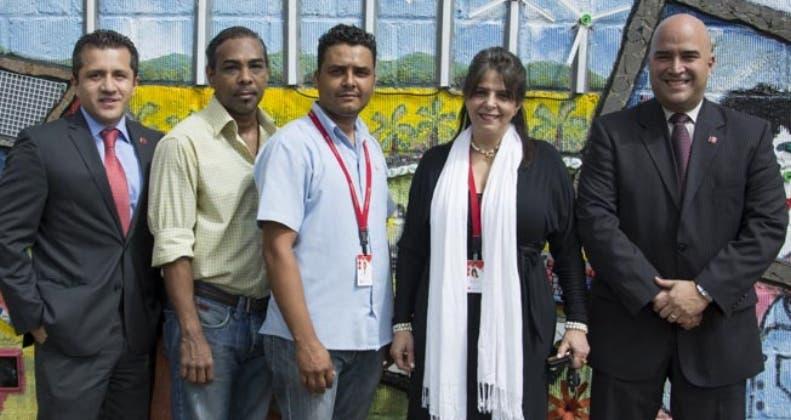 Bancamérica realiza mural con materiales reciclados