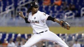 El novato dominicano José Ureña, de los Marlins, realiza un lanzamiento durante su gran labor. ap