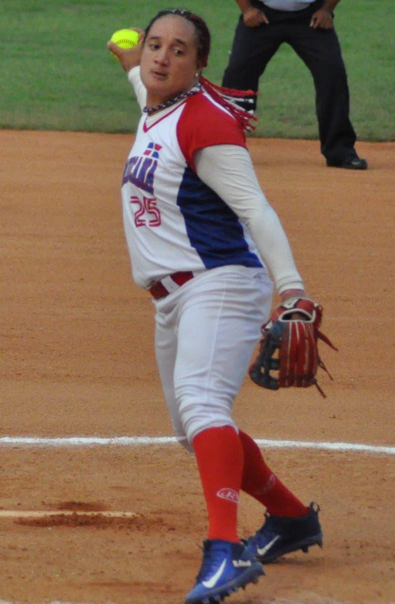 Geovanny Núñez hace un lanzamiento durante el partido.
