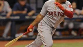 El novato dominicano Rafael Devers, de Boston, tiene impresionados a los seguidores del béisbol. AP