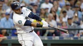 El dominicano Nelson Cruz, de Seattle, sigue demostrando es uno de los mejores bateadores de GL. ap