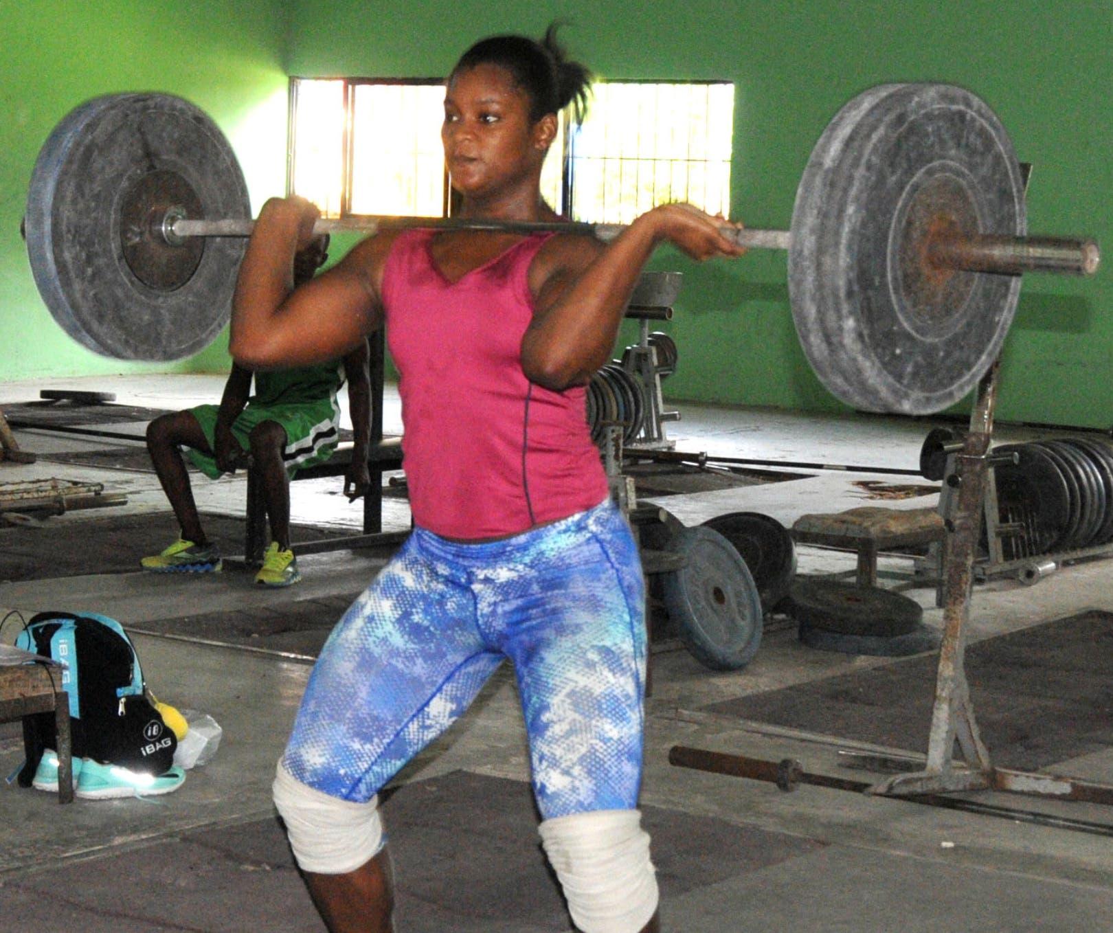 Crismery Santana en pleno trabajo de entrenamientos en el pabellón bajo techo del polideportivo en San Pedro de Macorís.