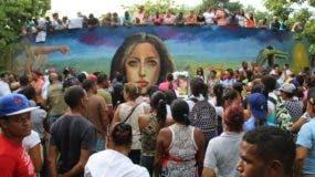 Residentes de Salcedo escenificaron una protesta frente al Palacio de Justicia para demandar Justicia por el caso de la joven. NICOLÁS MONEGRO