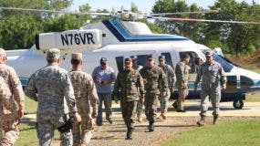 Unit regular 9 pt El ministro de Defensa y los altos mandos militares a su llegada a la zona fronteriza de Dajabón en una inusual inspección fronteriza.