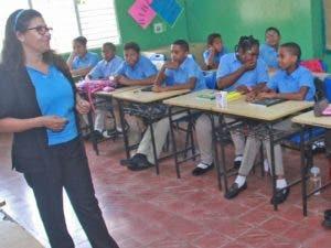 Miles de estudiantes acudieron ayer a su primer día de clases.