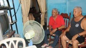 Ciudadanos expresan serntirse agobiados por el intenso calor que se registra en el país. nicolás monegro