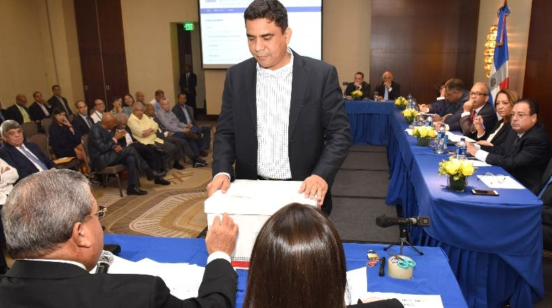 El comité de licitación recibió las credenciales de generadores. fuente externa