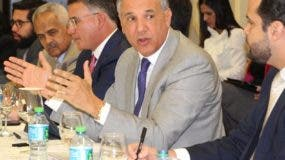 José Ramón Peralta encabezó el encuentro con los empresarios.