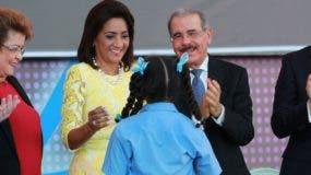 Alejandrina Germán, Candy Montilla, Danilo Medina y Andrés Navarro.