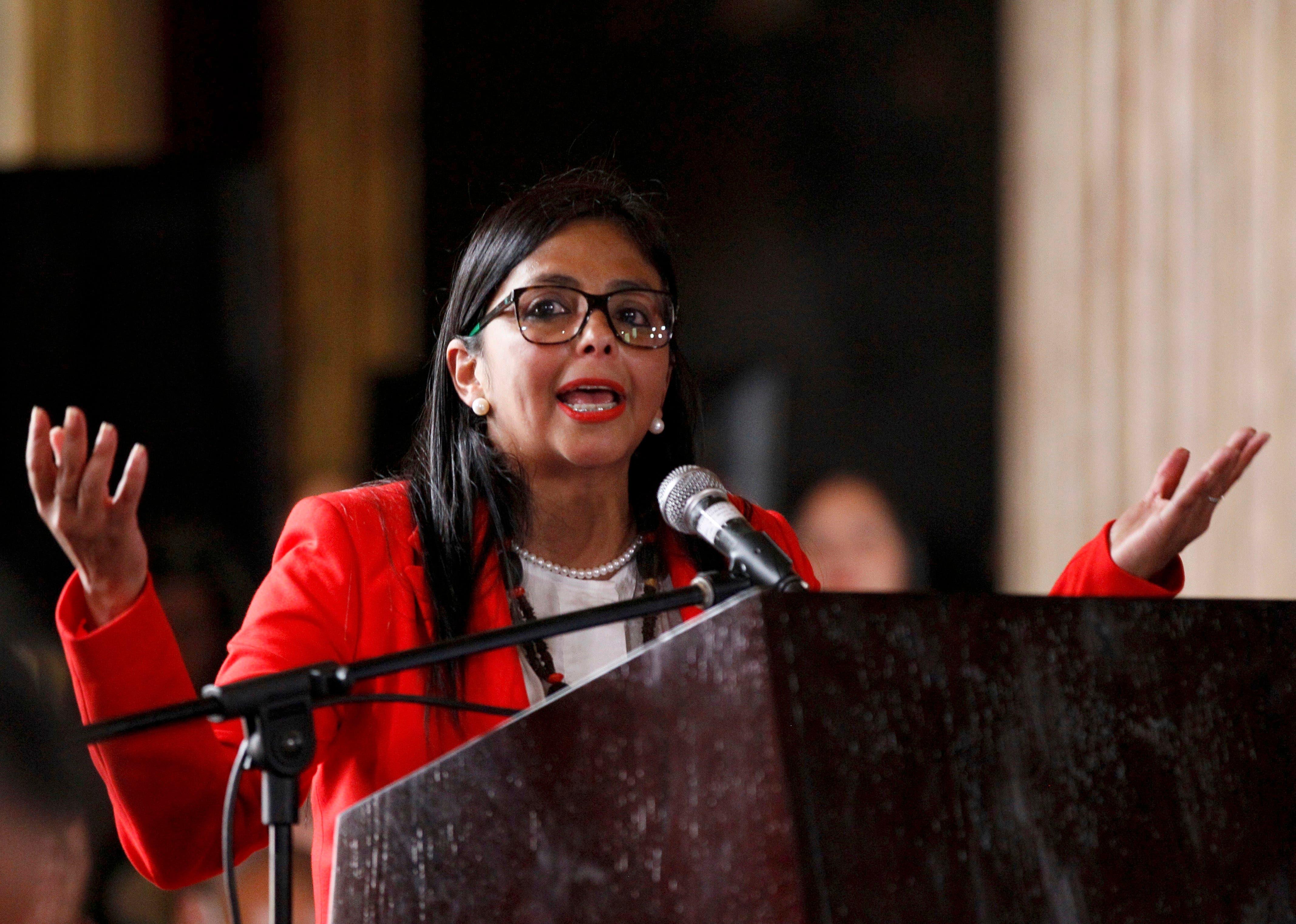 La presidenta de la Asamblea Constituyente de Venezuela, Delcy Rodríguez, habla después de la ceremonia de toma de posesión del organismo en Caracas, el viernes 4 de agosto de 2017. (AP Foto/Ariana Cubillos)