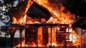 incendio-reduce-a-cenizas-taller-y-dos-viviendas-en-sector-el-javillar-de-puerto-plata