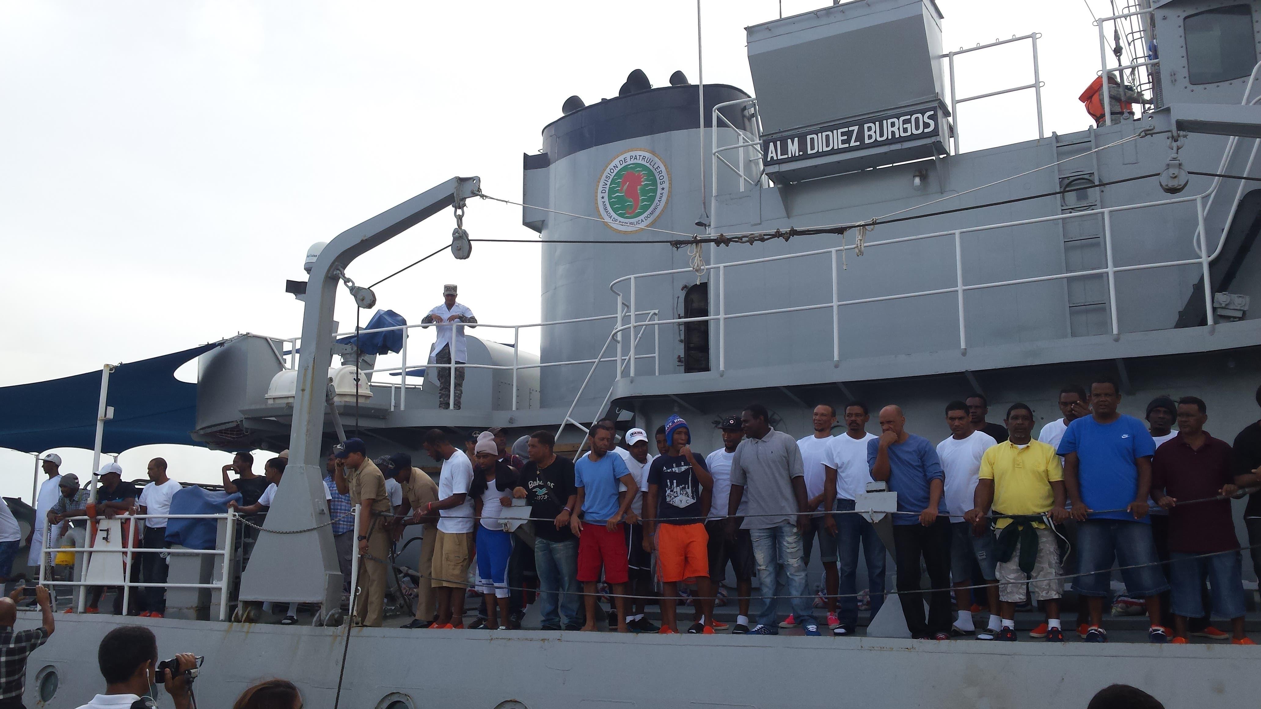 llegan-a-puerto-plata-50-pescadores-luego-de-estar-retenidos-8-meses-en-las-bahamas-4