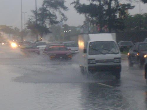 Vaguada y onda tropical provocarán aguaceros este lunes