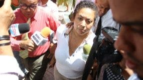 Marlin Martínez, madre del joven Marlon Martínez, principal sospechoso en la desaparición de la joven Emely Peguero Polanco.
