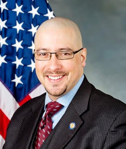 Senador NY lamenta concejal no  acudiera debatir problemas afecta su gente.