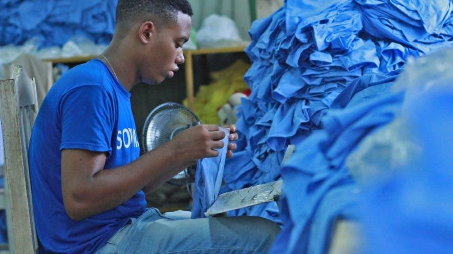 La mayoría de las empresas que confeccionan los uniformes escolares se encuentran dispersas en el Gran Santo Domingo. Elieser Tapia