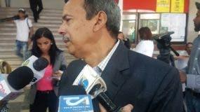 Radhamés Segura dice que se siente bien de salud y que acudió a la Pepca en cumplimiento con la medida de coerción.