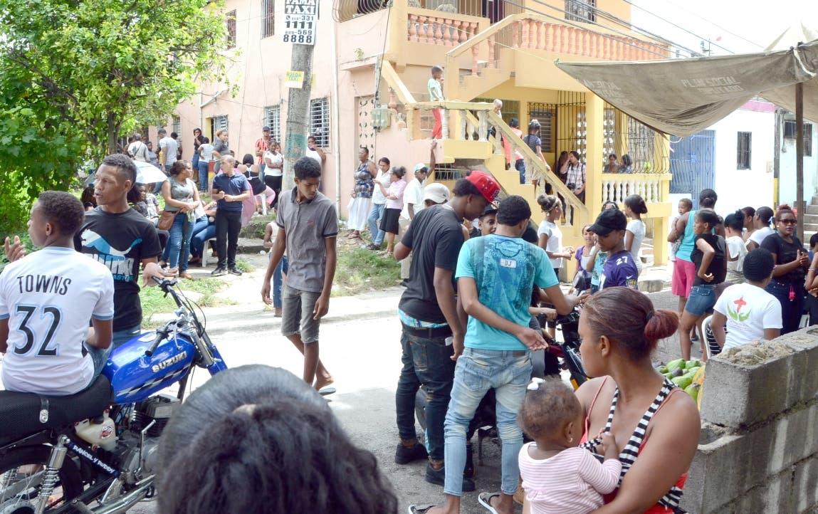 Familiares de un adolescente dominicano acusan a sacerdote de asesinarlo