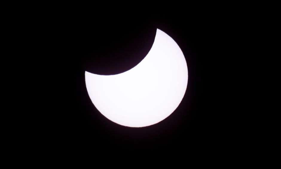 La NASA emitió una guía detallada en español sobre cómo mirar el eclipse sin causar daños a la vista.