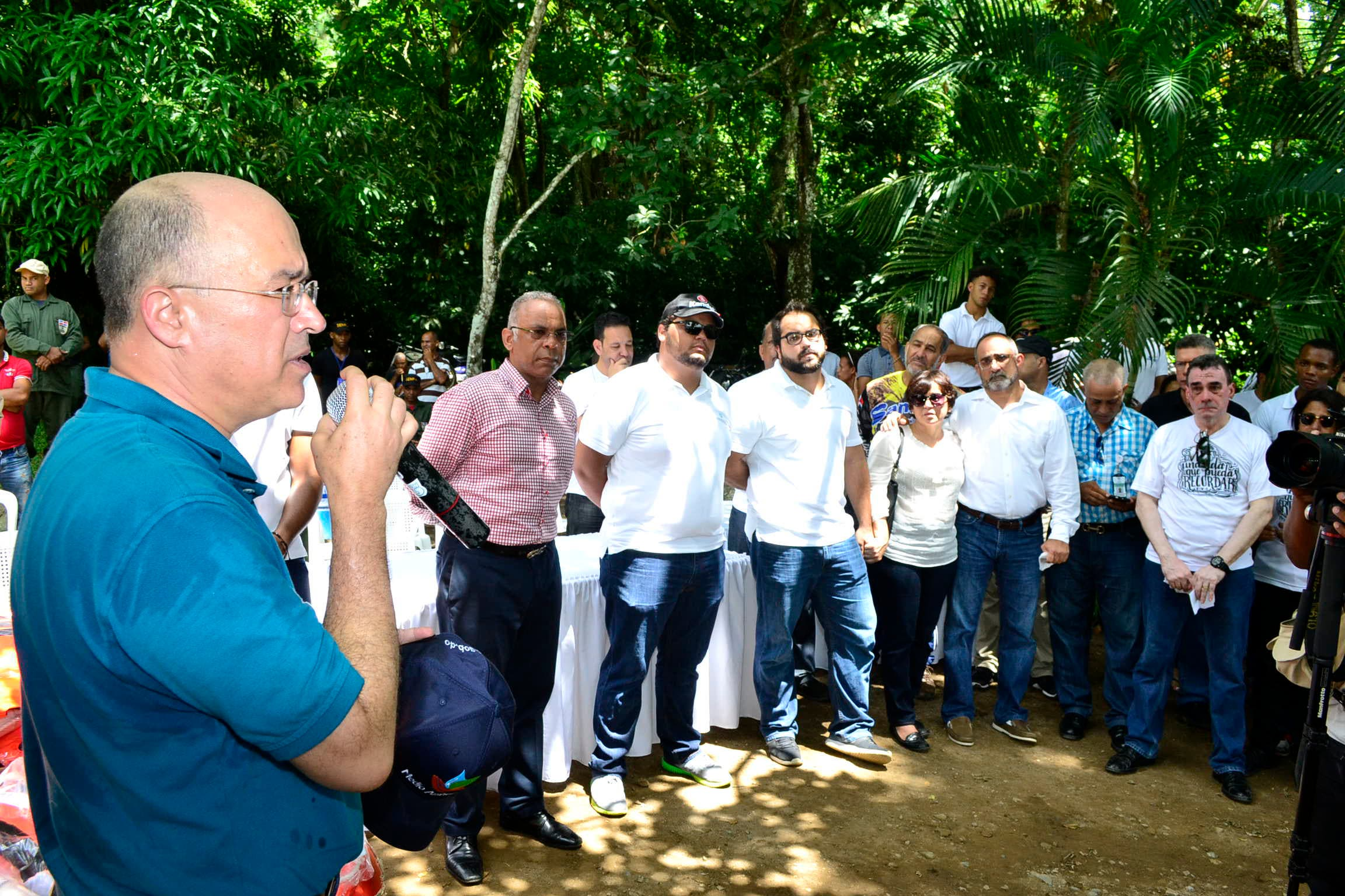 El ministro de Medio Ambiente, Francisco Domínguez Brito, habla a los presentes en el acto.