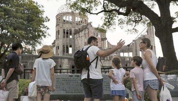 Más de 10 millones de personas (1,17 millones de extranjeros en 2016) visitan cada año esta ciudad del oeste nipón.