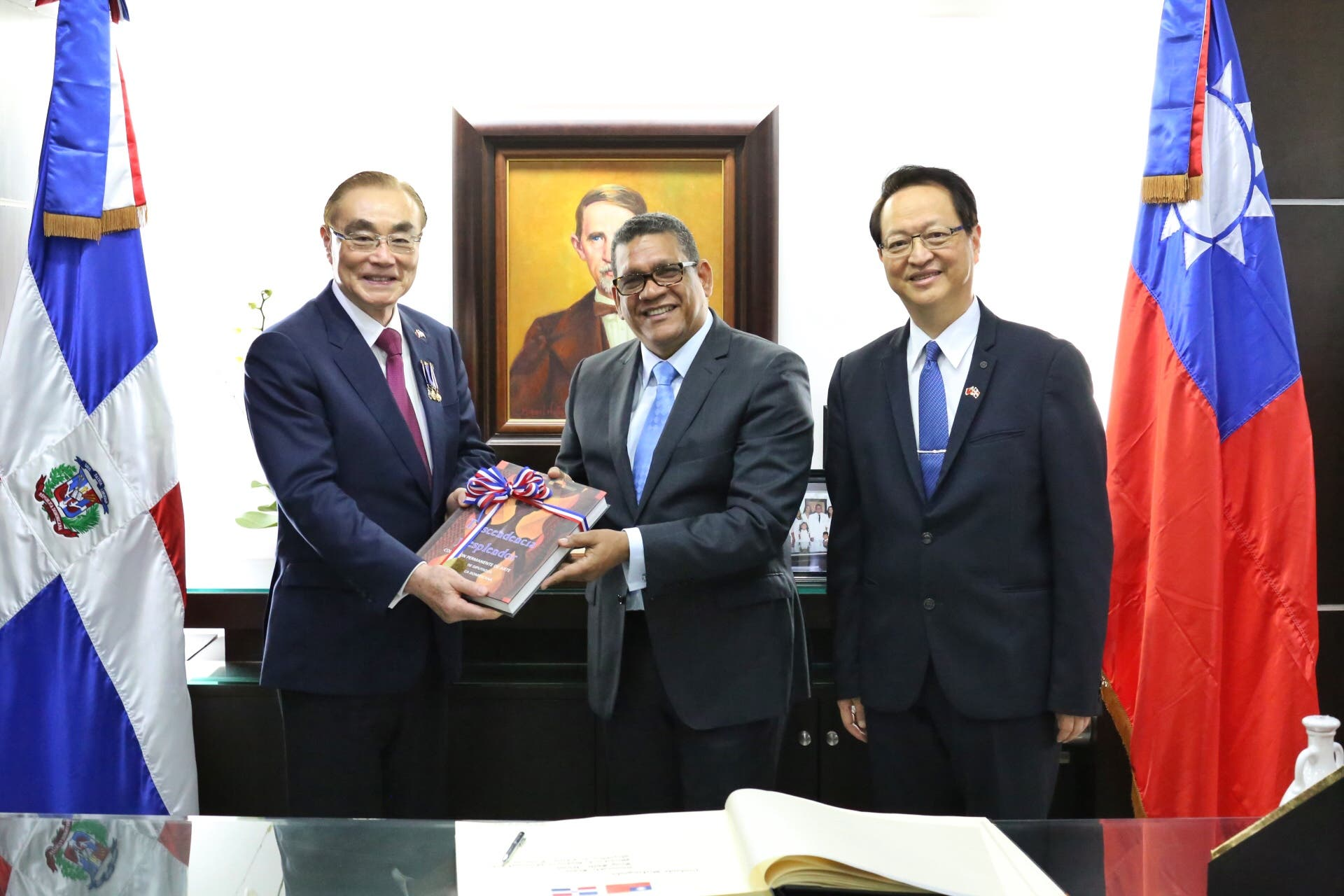 Rubén Maldonado recibe al Ministro de Defensa de Taiwán
