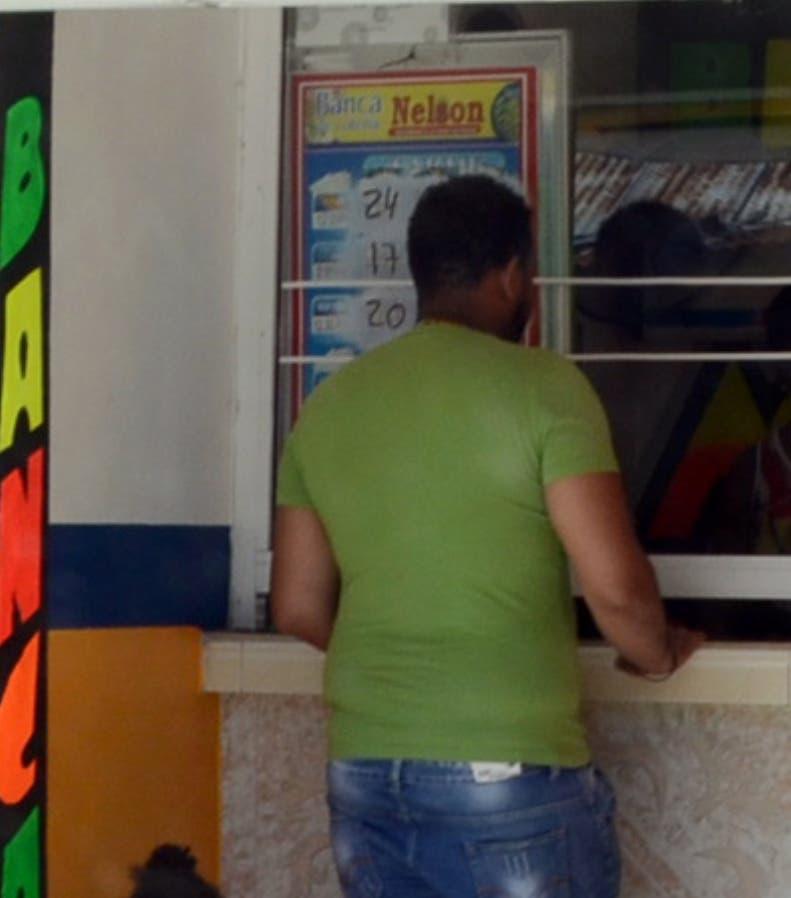 Gobierno anuncia refuerza su persecución de bancas ilegales