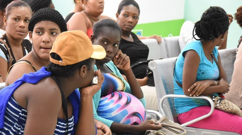 Sociedad de Ginecología propone cobros en hospitales a parturientas haitianas