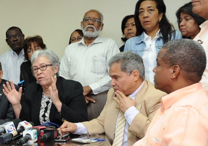 Castaños Guzmán pide hablar y Colegio Médico mantiene paro